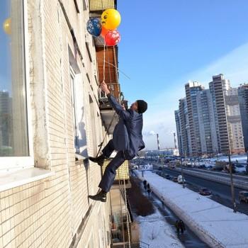 Доставка шариков в окно
